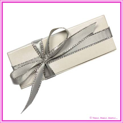 Bomboniere Box - 3 Chocolates - Curious Metallics Virtual Pearl