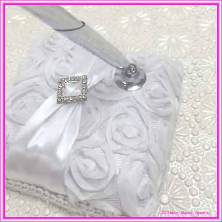 Wedding Pen - Pen Stand White Roses